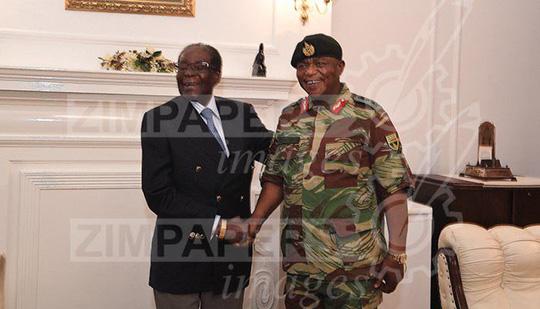 Hình ảnh đầu tiên của tổng thống Zimbabwe sau khi bị quản thúc - Ảnh 3