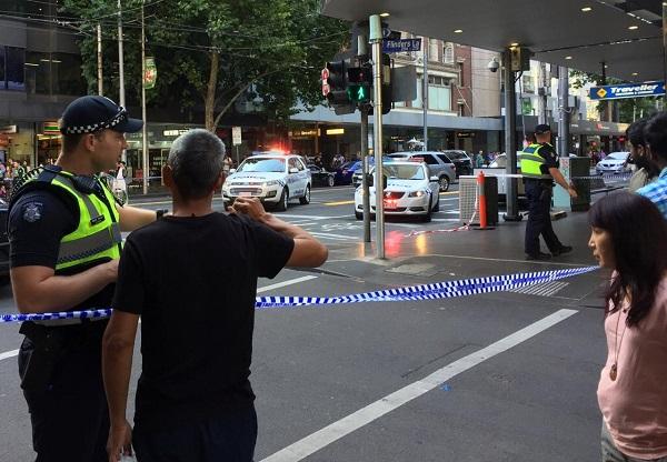 Ô tô lao vào đám đông đi bộ ở Australia, ít nhất 12 người bị thương - Ảnh 1