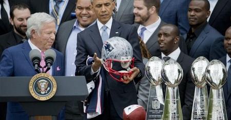 Ông Obama nhận quà trị giá 30.000 USD trong năm nhiệm kỳ cuối - Ảnh 1