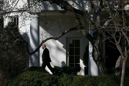 Tổng thống Trump lần đầu nhận lỗi, ngỏ ý chấp nhận người nhập cư - Ảnh 1
