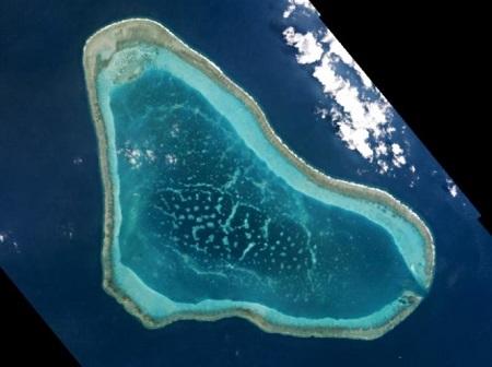 Tổng thống Philippines nói không thể cản Trung Quốc xây dựng ở Scarborough - Ảnh 2