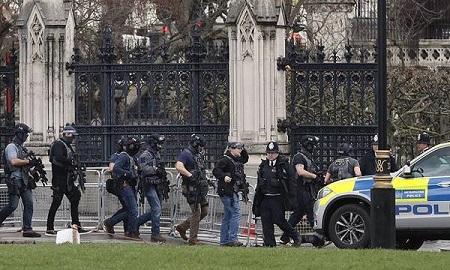 Khủng bố ngoài tòa nhà QH Anh, ít nhất 5 người chết - Ảnh 5