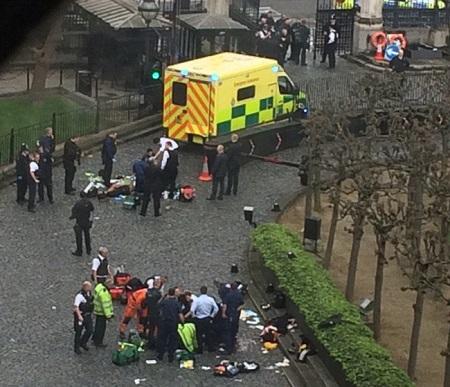 Khủng bố ngoài tòa nhà QH Anh, ít nhất 5 người chết - Ảnh 3