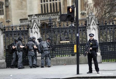Khủng bố ngoài tòa nhà QH Anh, ít nhất 5 người chết - Ảnh 7