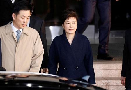 Kết thúc 14 tiếng thẩm vấn cựu Tổng thống Hàn Quốc - Ảnh 1