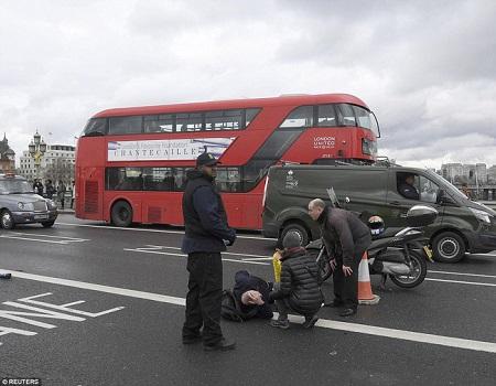 Hiện trường hỗn loạn vụ tấn công 'khủng bố' London - Ảnh 6