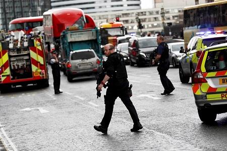 Hiện trường hỗn loạn vụ tấn công 'khủng bố' London - Ảnh 13