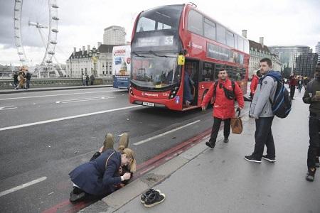Hiện trường hỗn loạn vụ tấn công 'khủng bố' London - Ảnh 4