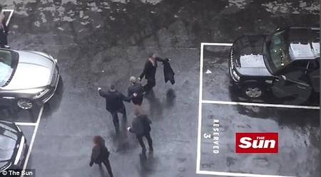 Thủ tướng Anh hoảng hốt khi tháo chạy khỏi quốc hội trong vụ khủng bố - Ảnh 1