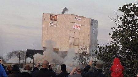 Em bé 5 tuổi khiến tòa nhà 55.000 tấn sập chỉ trong tích tắc - Ảnh 1