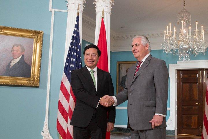 Việt Nam trao thư mời Tổng thống Mỹ Donald Trump thăm chính thức - Ảnh 1