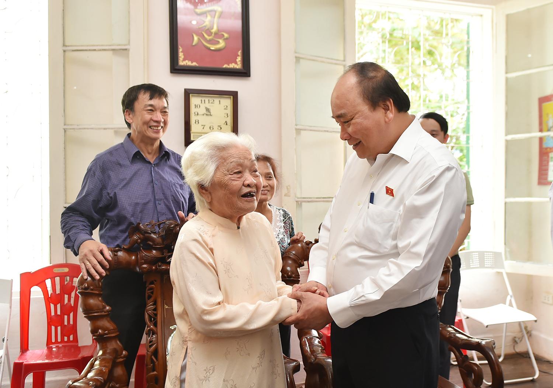 Tiếp xúc cử tri, Thủ tướng đối thoại về nhiều vấn đề 'nóng' - Ảnh 3