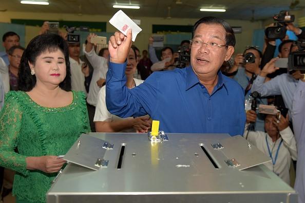 Đảng Thủ tướng Hun Sen thắng áp đảo trong bầu cử xã, phường Campuchia - Ảnh 1
