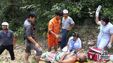 Mải chụp ảnh selfie, nam diễn viên người Anh suýt chết vì rơi xuống thác, kẹt trong rừng 3 ngày - Ảnh 1