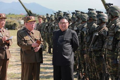 Ông Kim Jong-un quan sát quân đội tấn công giả định Hàn Quốc - Ảnh 1