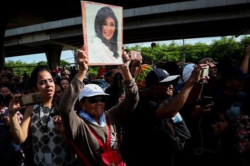 Chính phủ Thái Lan xác nhận bà Yingluck trốn ra nước ngoài - Ảnh 1