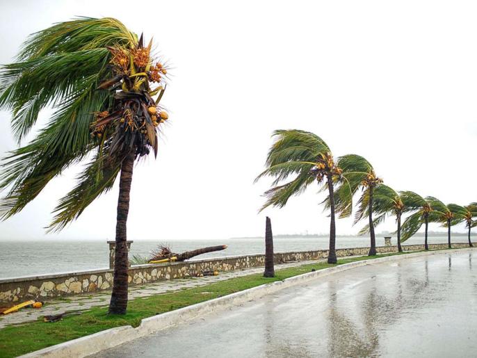 Bão Irma gây sóng cao 6 m, biến thủ đô Cuba thành 'bể nước lớn' - Ảnh 2