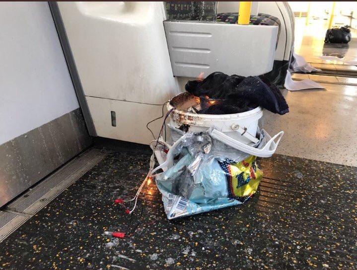 Tấn công khủng bố trên tàu điện ngầm ở London - Ảnh 1