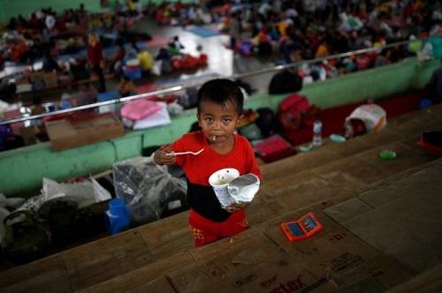 Núi lửa sắp phun trào ở Indonesia, gần 50.000 người phải di tản - Ảnh 1