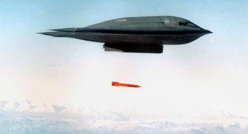Mỹ gửi thêm tàu ngầm hạt nhân, máy bay ném bom tới bán đảo Triều Tiên - Ảnh 1
