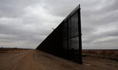 Mexico khẳng định không bao giờ trả phí xây tường biên giới cho ông Trump - Ảnh 1