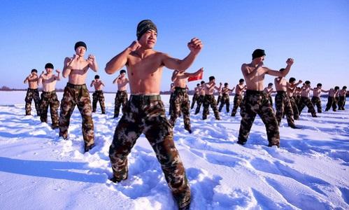 Lính Trung Quốc cởi trần giữa trời -30 độ C - Ảnh 5
