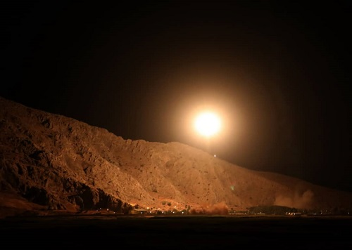 Video Iran dội tên lửa tiêu diệt chủ mưu vụ khủng bố đoàn diễu binh làm 30 người chết - Ảnh 1