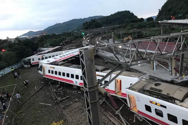 Vụ tàu hỏa trật đường ray ở Đài Loan: 8 người trong một gia đình thiệt mạng - Ảnh 2