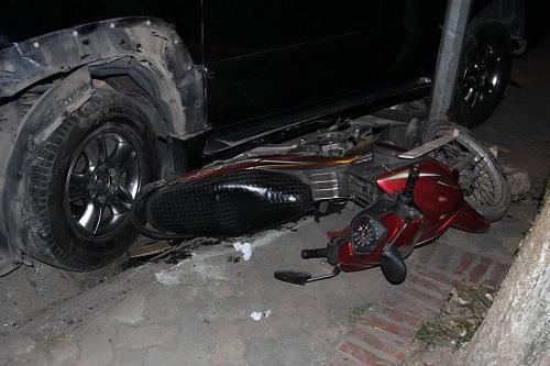 Hiện trường kinh hoàng vụ nữ tài xế Lexus đâm hàng loạt xe máy và ô tô ven hồ Tây - Ảnh 3