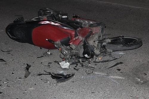Hiện trường kinh hoàng vụ nữ tài xế Lexus đâm hàng loạt xe máy và ô tô ven hồ Tây - Ảnh 4