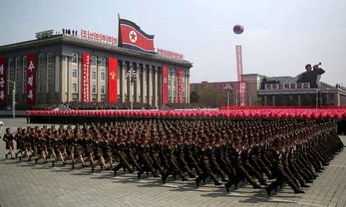 Triều Tiên duyệt binh quy mô lớn kỷ niệm 70 năm thành lập quân đội - Ảnh 1