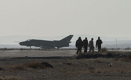 8 tên lửa tấn công căn cứ quân sự Syria khiến nhiều người thương vong - Ảnh 1