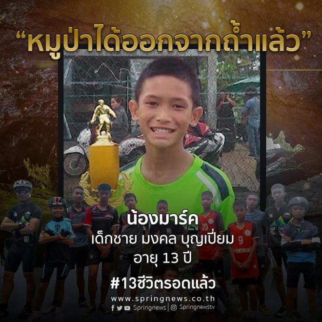 4 cầu thủ nhí Thái Lan đầu tiên được đưa ra khỏi hang, cứu hộ đợt tiếp theo trong 10 giờ nữa - Ảnh 4