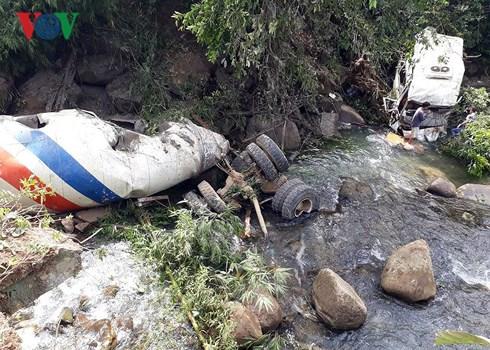 Tai nạn thảm khốc giữa xe bồn và xe khách tại Lai Châu, 12 người tử vong - Ảnh 2