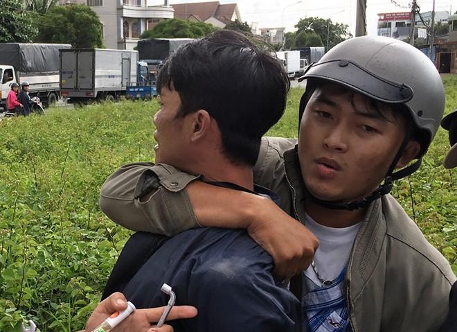 """Bị đuổi bắt, tên trộm xe máy liều lĩnh rút dao chống trả """"hiệp sĩ"""" - Ảnh 1"""