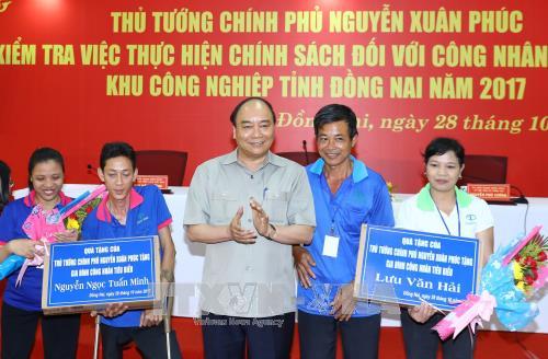 Thủ tướng Nguyễn Xuân Phúc đối thoại với công nhân Đồng Nai - Ảnh 3