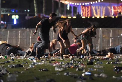 Nghị sĩ Mỹ kêu gọi kiểm soát súng sau thảm kịch xả súng đẫm máu ở Las Vegas - Ảnh 1
