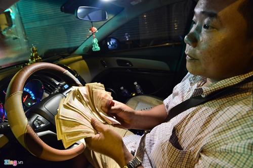Tài xế đòi tiền lẻ ở trạm BOT Cai Lậy: Tiền giấy 100 đồng vẫn lưu hành - Ảnh 1