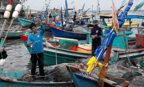 Kiên Giang: Vẫn còn hơn 200 nghìn dân, 1.000 tàu thuyền cần di dời trước bão 16 - Ảnh 1