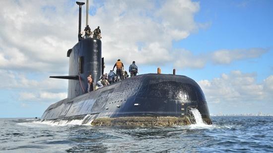 Phát hiện ba vật thể lạ gần nơi tàu ngầm Argentina mất tích - Ảnh 1