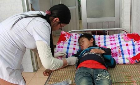 Vụ 8 người chết ở Lai Châu: Trẻ em, phụ nữ không uống rượu vẫn bị ngộ độc - Ảnh 1