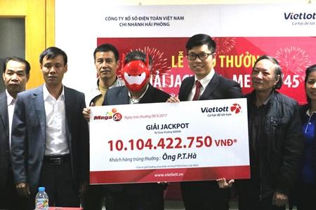 Khách hàng Quảng Ninh nhận giải Jackpot hơn 10 tỷ đồng - Ảnh 1