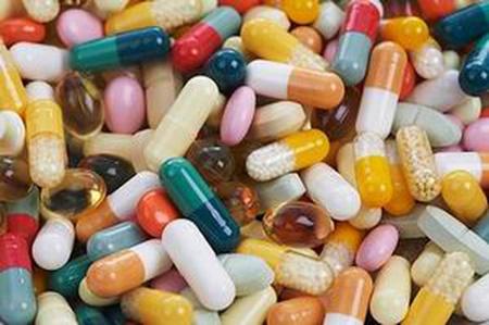 Phó Thủ tướng chỉ đạo sửa đổi quy định mua biệt dược gốc để giảm giá thuốc - Ảnh 1