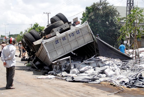 Vụ tại nạn 13 người chết ở Gia Lai: Xe tải chưa được phù hiệu - Ảnh 2