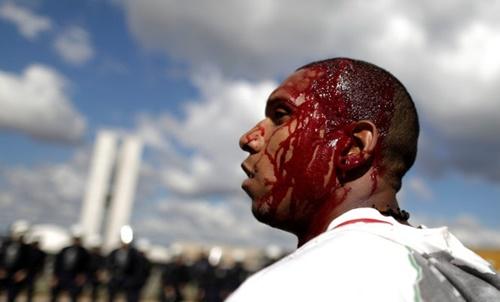 Bạo động ở thủ đô Brazil, tổng thống triển khai quân đội - Ảnh 3
