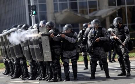 Bạo động ở thủ đô Brazil, tổng thống triển khai quân đội - Ảnh 4