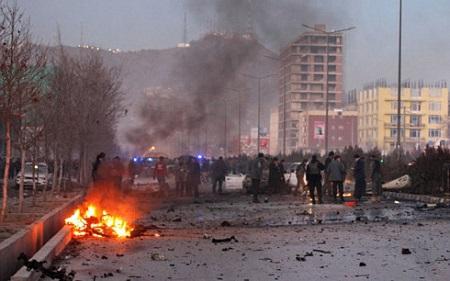 Xe bom phát nổ ở ở Afghanistan khiến hơn 80 người thương vong - Ảnh 1