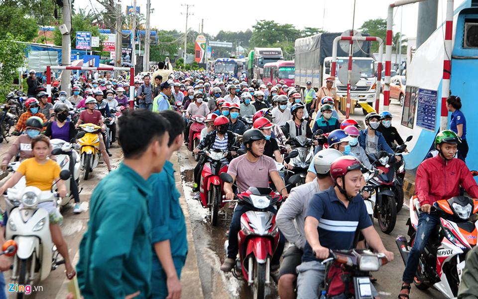 Tài xế lại dùng tiền lẻ, BOT tuyến tránh Biên Hòa lại xả trạm - Ảnh 1