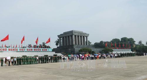 Khoảng 15.000 lượt người vào Lăng viếng Bác ngày Quốc khánh 2/9 - Ảnh 1