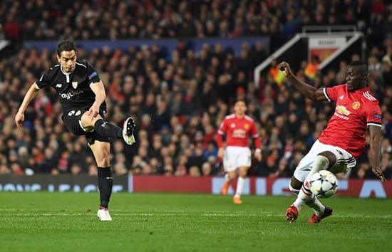 Man United cúi gằm mặt rời Champions League sau thất bại cay đắng - Ảnh 1